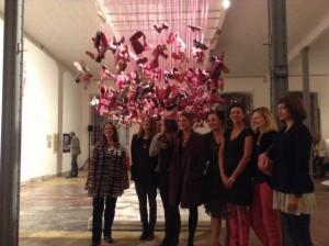 Pink Shoe Installation von Maeshelle West Davies für den Spinnerei Rundgang